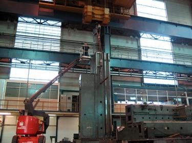 Demontage eines 40 Tonnen Maschinenständers einer Portalfräsmaschine